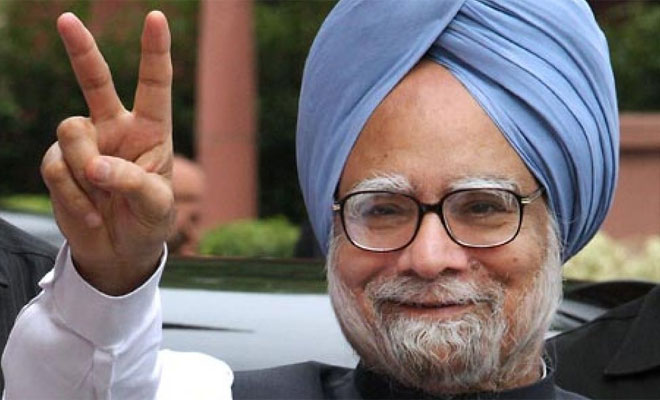 Demonetisation is a monumental management failure and organised loot, says Manmohan Singh
