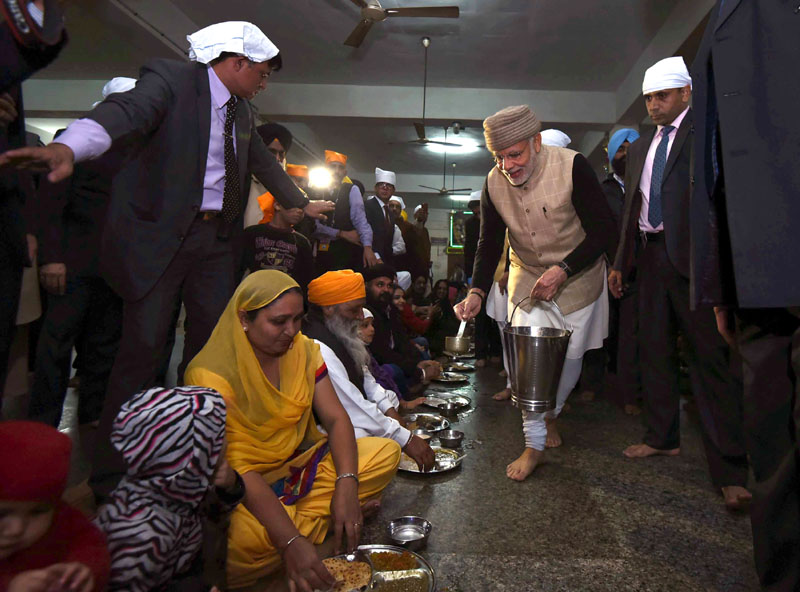 Narendra Modi becomes first Prime Minister to serve langar at Golden Temple (PICS)